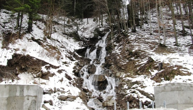 На Закарпатті вирішують, як облаштувати для туристів популярний водоспад