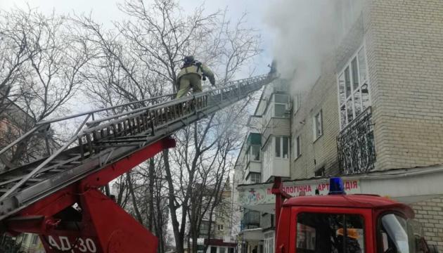 У Первомайську горів житловий будинок, евакуювали 30 осіб