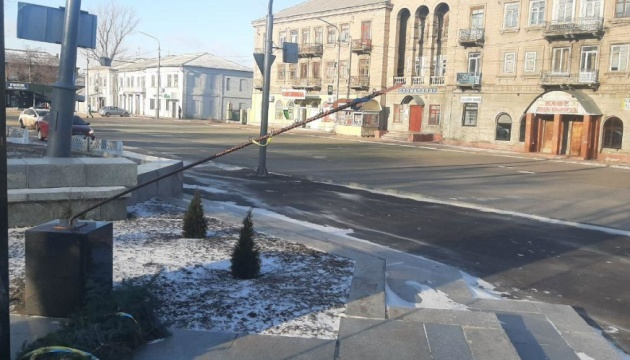 У Лисичанську вандали пошкодили пам'ятник Героям-добровольцям