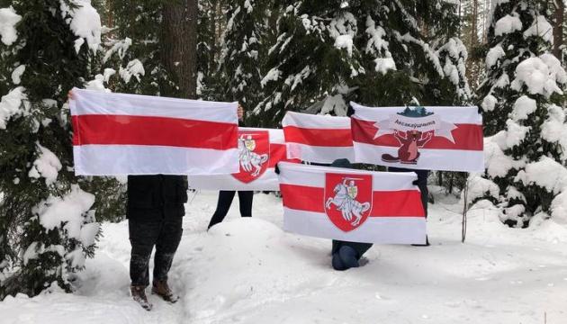 У Білорусі вийшли на протестні «прогулянки», є затримані