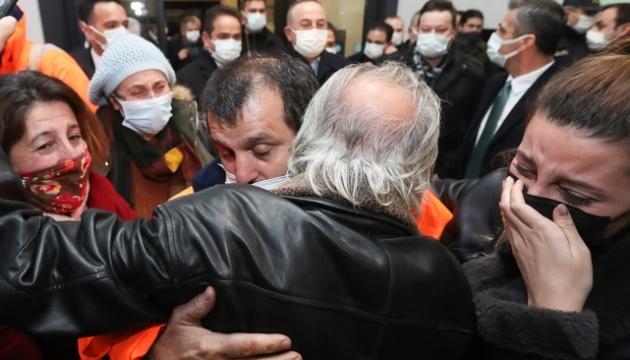Турецкие моряки, которых ранее захватили в плен пираты, вернулись домой