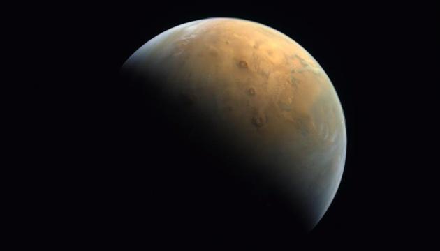 Арабський зонд поблизу Марса показав Червону планету з орбіти