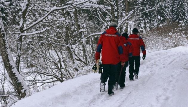На Закарпатье вторые сутки ищут пропавшего туриста