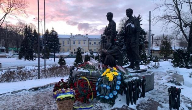 От имени Президента к мемориалу украинских воинов-афганцев возложили цветы