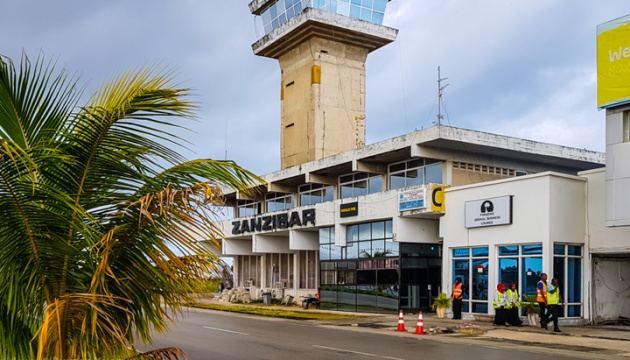 Українські туристи застрягли на Занзібарі через несправність літака