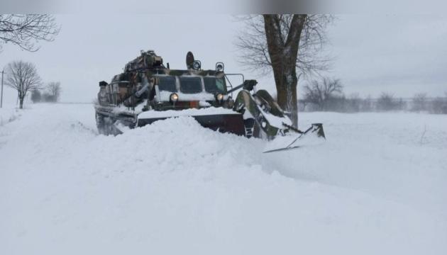 Движение грузовиков ограничили на трассах пяти областей Украины