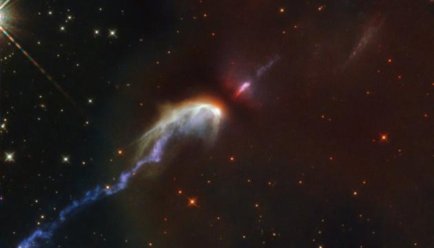 Как рождаются звезды: Hubble показал две зоны туманностей