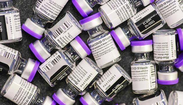 Макрон пропонує передати до Африки 13 мільйонів доз COVID-вакцин