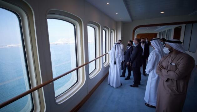 Зеленский в Дубае пригласил компанию DP World инвестировать в украинские порты