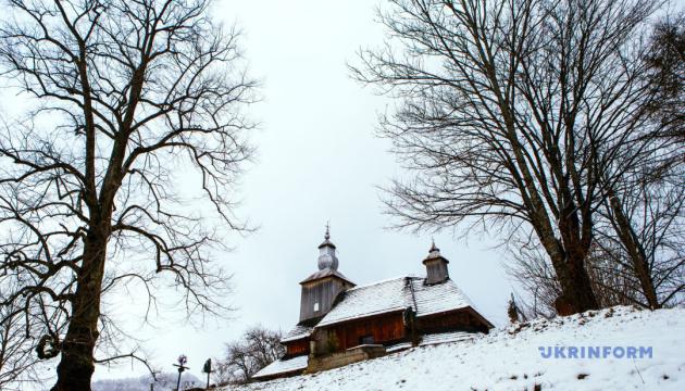 Фотопутешествие: уникальные деревянные церкви Закарпатья