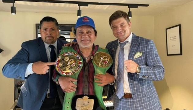 Украинец вернул чемпионские пояса легенде бокса