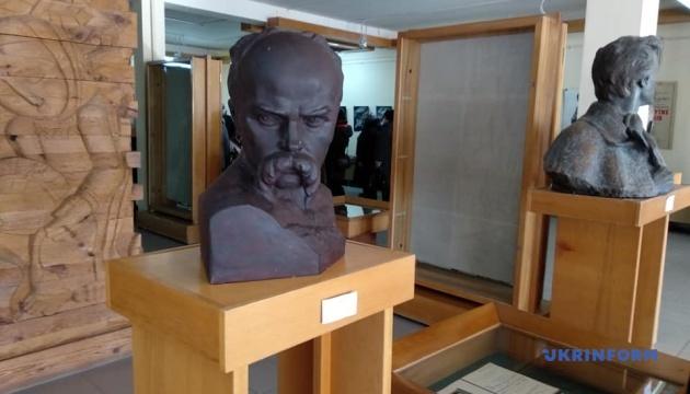 В Чернигове открыли выставку ко 100-летию скульптора Флориана Коцюбинского