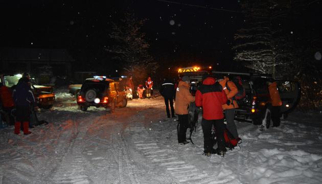 В Карпатах уже четвертые сутки ищут пропавшего туриста