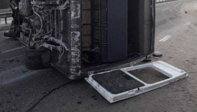 Под Харьковом перевернулся рейсовый автобус, 10 пострадавших