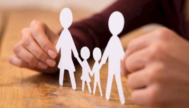 В Украине в прошлом году усыновили 2047 детей