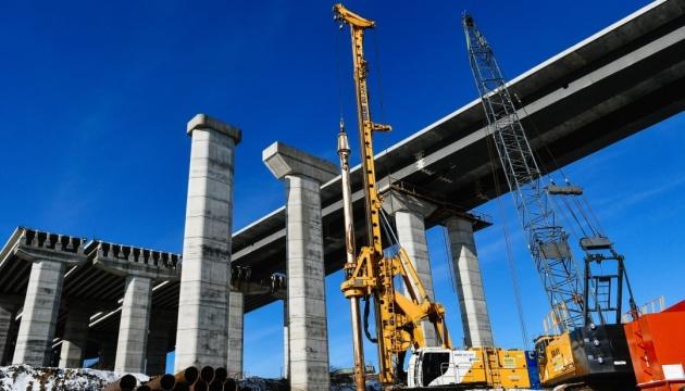 У Запоріжжі збирають секції 660-метрового вантового мосту