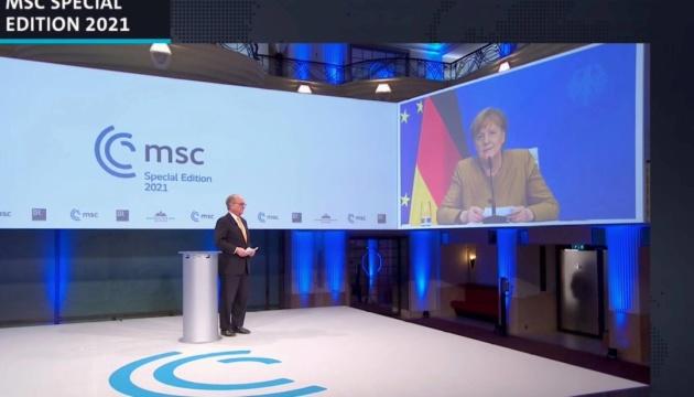 Меркель: Росія і Китай - найбільші виклики для Заходу