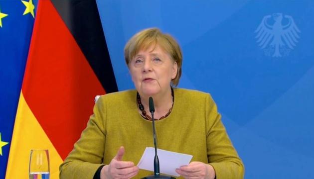 Пандемія триватиме, доки весь світ не вакцинується – Меркель