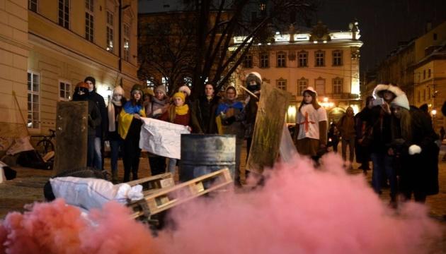 «Пламя Достоинства»: львовские студенты воссоздали самые жаркие события Майдана