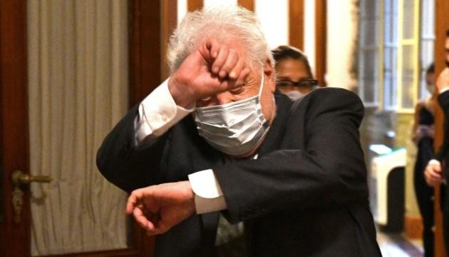 Внеочередные прививки чиновников: глава Минздрава Аргентины уходит в отставку
