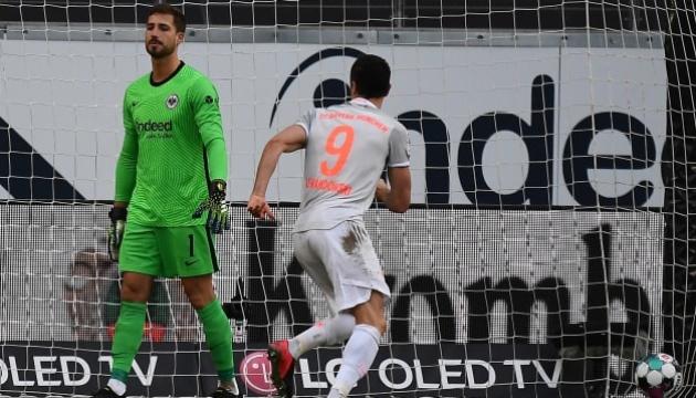 «Бавария» проиграла «Айнтрахту», но осталась лидером Бундеслиги
