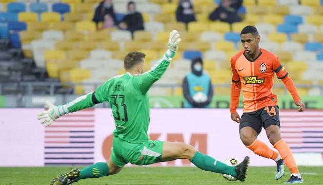 «Шахтер» обыграл «Рух» и вышел на первое место в футбольной Премьер-лиге Украины