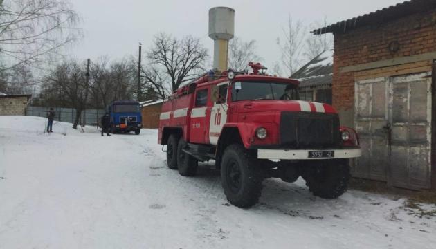 На Буковине вытащили из заносов грузовик с кислородными баллонами для ИВЛ