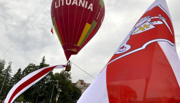 Політичного притулку в Литві попросили вже понад сотня білорусів