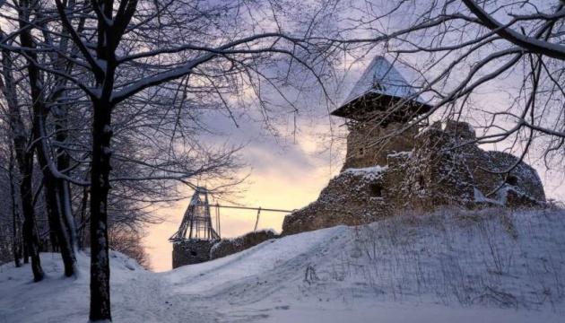 Закарпатский облсовет обратится в прокуратуру из-за забора вокруг Невицкого замка