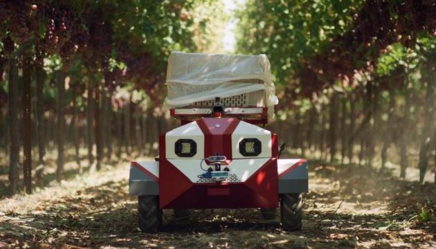 В США разработали робота-перевозчика, который будет помогать фермерам собирать урожай