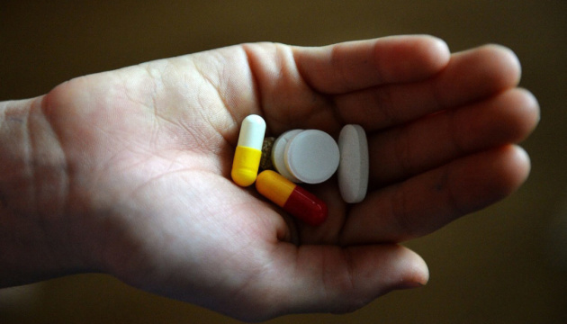 Хотела пропустить школу: в Донецкой области 15-летняя девушка отравилась таблетками