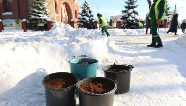 Львівські кав'ярні щотижня віддають по 80 кілограмів кавової гущі на боротьбу з ожеледицею