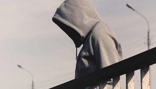 Подросток из Ривне порезал себе руки за невыполнение задач в смертельной игре - СМИ
