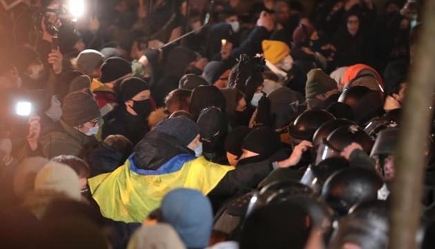 Приговор Стерненко: активисты продолжают попытки прорваться к ОП