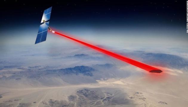 «Сонячна коробка піци»: Пентагон навчився виробляти електрику у космосі