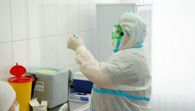 У столичному центрі вакцинації почали щепити вакциною Pfizer людей віком 60+