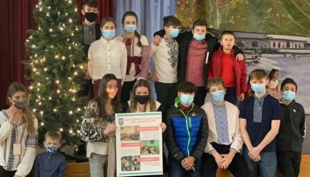 Осередок СУМ Клівленда передав благодійні кошти для сиротинця в Івано-Франківську