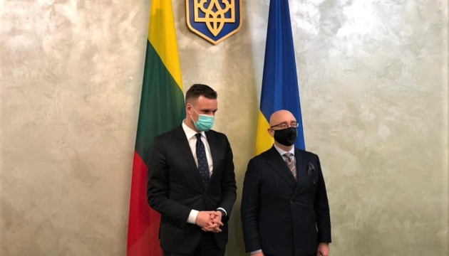 Reznikov, Landsbergis discuss security situation in Donbas and Crimea