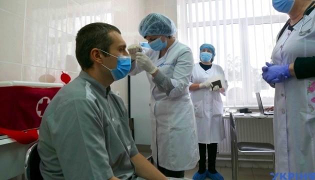 В Україні зробили перше щеплення від коронавірусу – у Черкасах