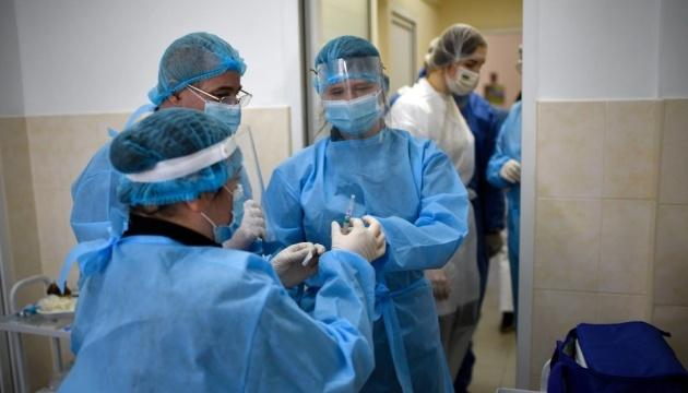 Степанов: Планируем летом выйти на 5-7 миллионов прививок ежемесячно