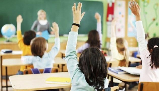 В Ужгороде сегодня возобновляют обучение в школах для учеников начальных классов