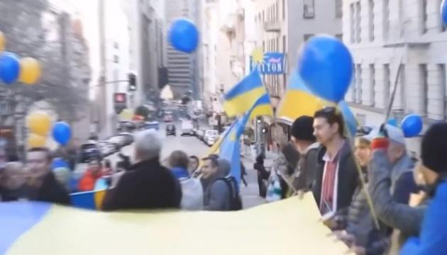 Які волонтерські організації досі допомагають Україні зі США
