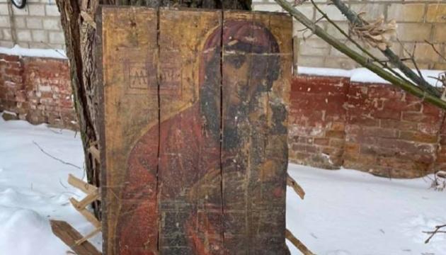 В стенах сгоревшей больнице на Черниговщине нашли древние иконы