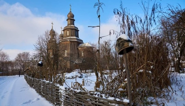 Легендарную церковь XVIII века на Черниговщине заливает дождями и засыпает снегом