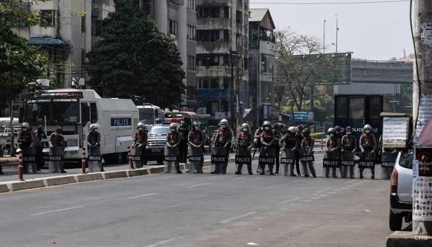 Протести у М'янмі: проти демонстрантів застосували гумові кулі та світлошумові гранати