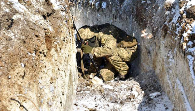 Invaders launch 14 attacks in Donbas, 11 Ukrainian soldiers wounded and injured