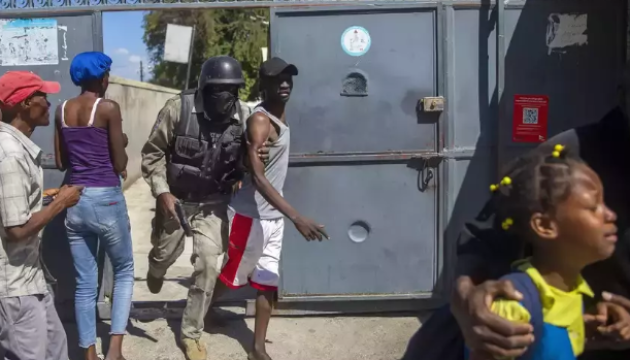 Понад 400 ув'язнених втекли з тюрми на Гаїті
