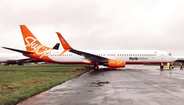 Опоздали на 14 часов: самолет SkyUp поломался на пути из Занзибара в Киев