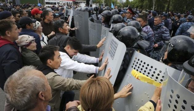 На протестах у Казахстані затримали десятки людей