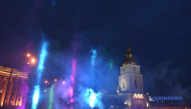 В центре Киева создали световую инсталляцию ко Дню редких болезней